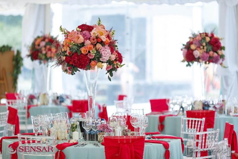 Wesele w plenerze - widok na salę, stoły i dekoracje