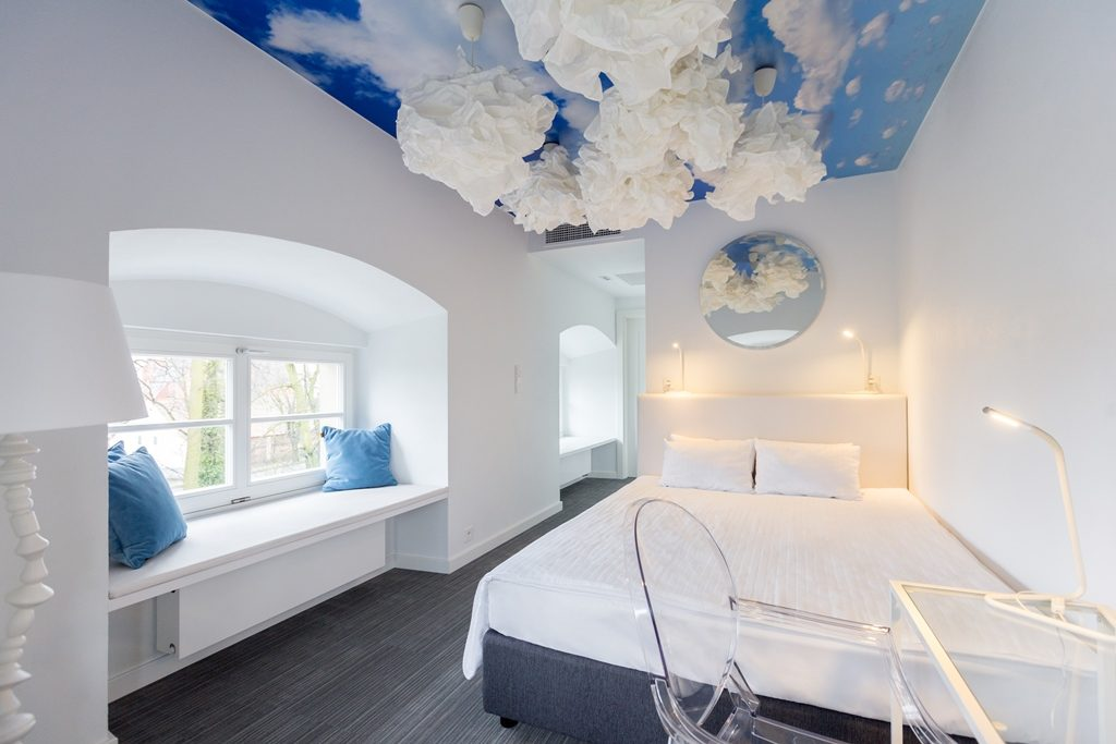 """Pokój hotelowy o nazwie """"Bita śmietana"""""""
